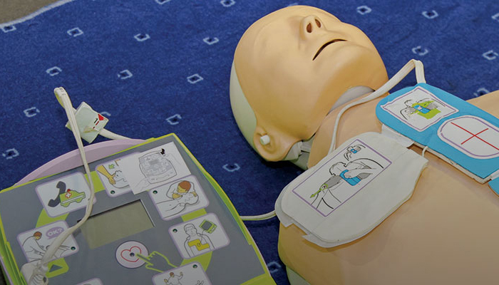 Medical dummy hooked up to an AED.